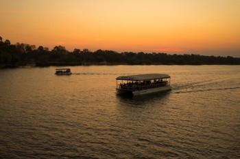 Круиз по реке Замбези на закате